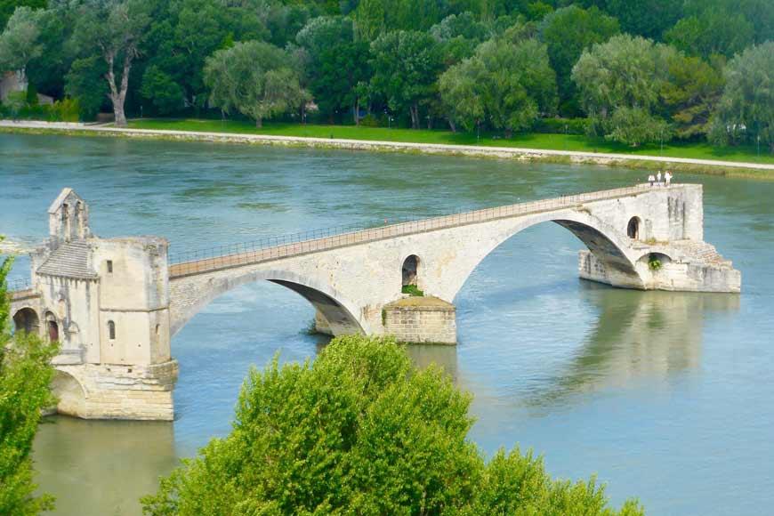 Le Pont d'Avignon : Le légendaire (demi) pont de Provence !